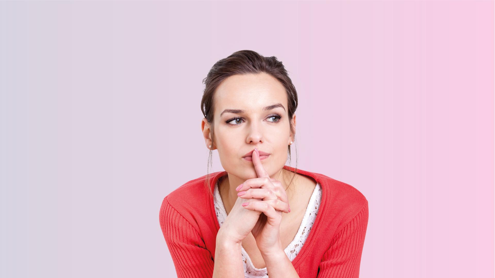 Een vrouw denkt na over vaccineren. Rondom haar hoofd staan 7 vragen. Selecteer een vraag om meer te lezen.